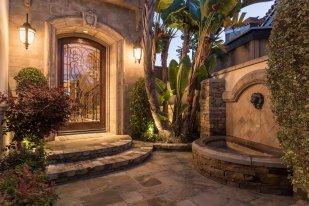 16111 Santa Barbara Lane, Huntington Beach, CA 92649